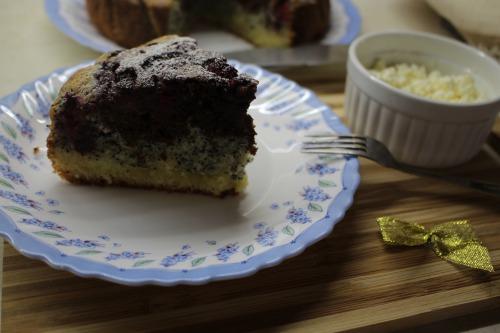 Творожный кекс с маком и малиной
