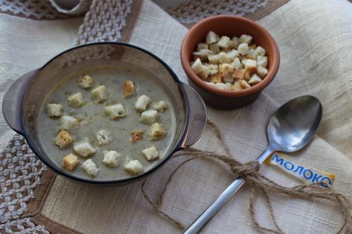Суп-пюре з печерицями