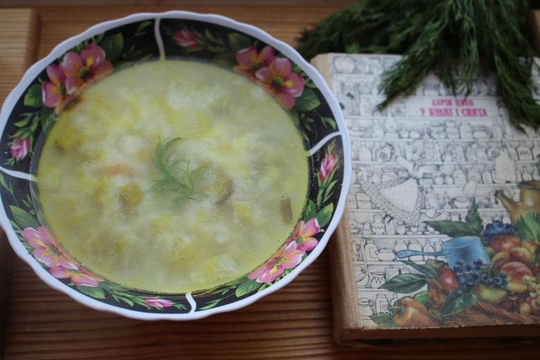 Суп з солених огірків