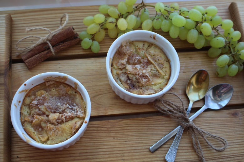 Ніжні яблучні міні-пироги з хрусткою посипкою на сніданок