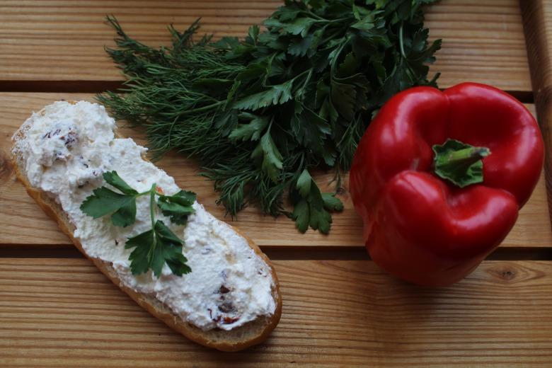 Сирно-помідорна паста