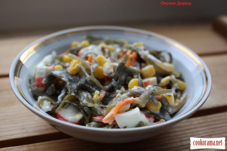 Салат из морской капусты и крабовыми палочками