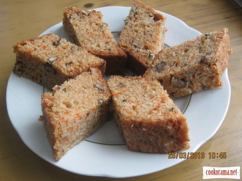Морквяно-горіховий кекс