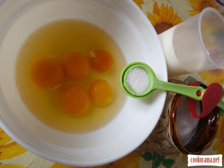 Солодкий  омлет  (кулястра (молозиво)  або  солодка яєчно-молочна запіканка)