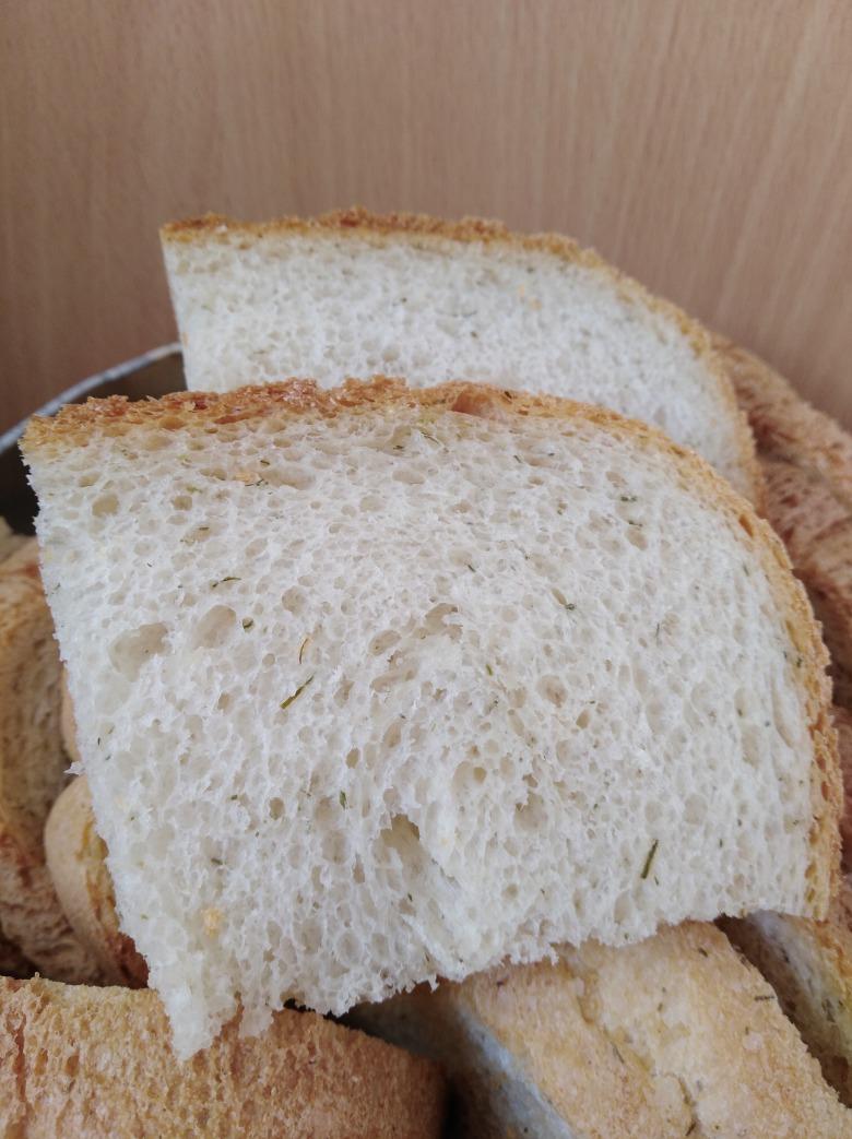 Нутовий хліб із кропом