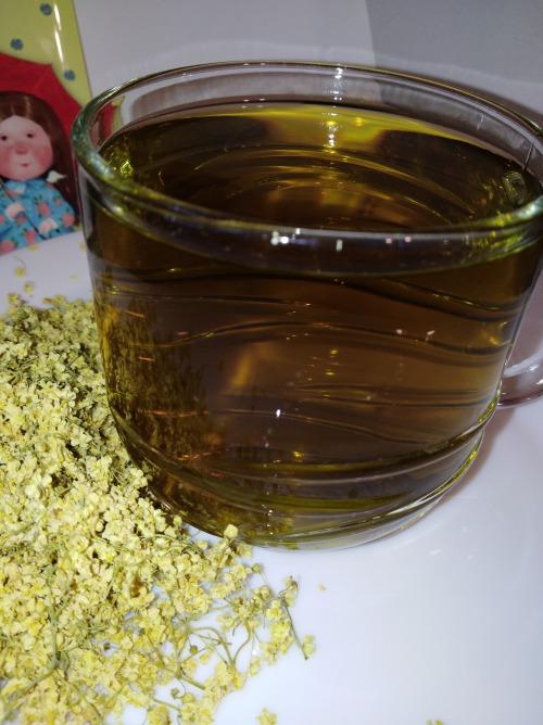 Чай з квiтiв бузини з медом