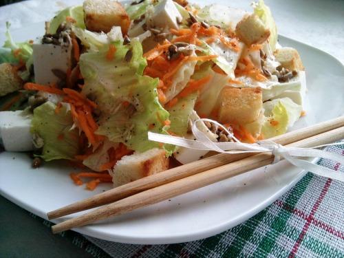 """Салат """"Вітамінна свіжість"""" з тофу"""