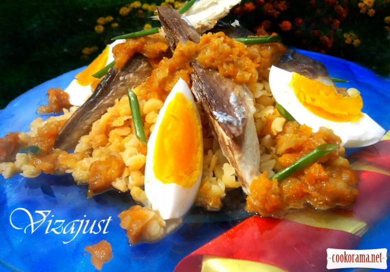 Ensalada templada de garbanzos con verdel y huevo (моя спрощена версія)
