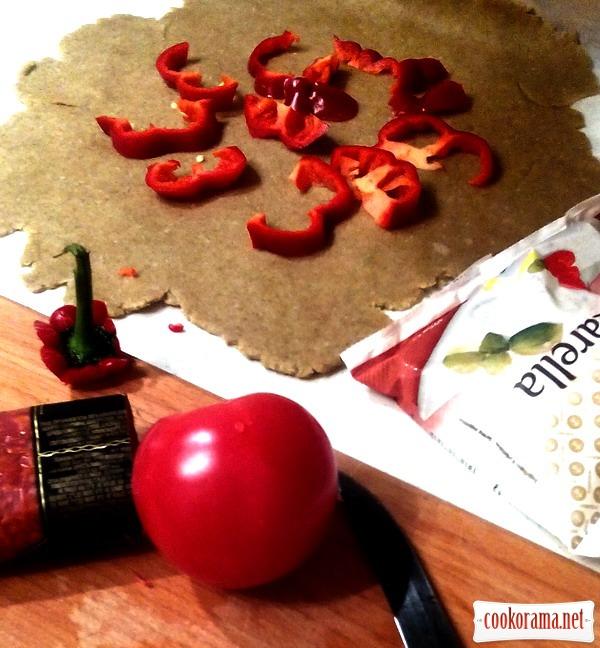 Житня галета з помідорами та моцареллою