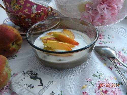 Шоколадний десерт з персиком в мікрохвильовці