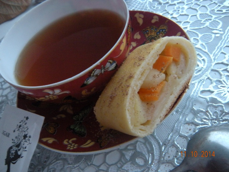 Roll with apples and pumpkin