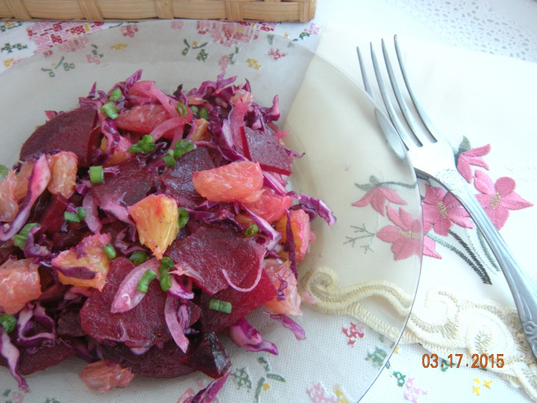 Salad with beets and grapefruit