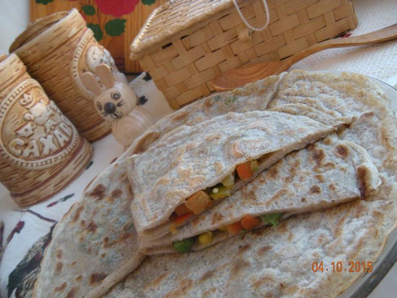 Пісні млинці з овочевою начинкою