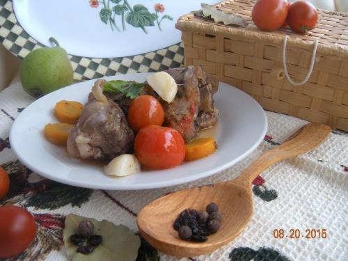Козье мясо тушеное с овощами