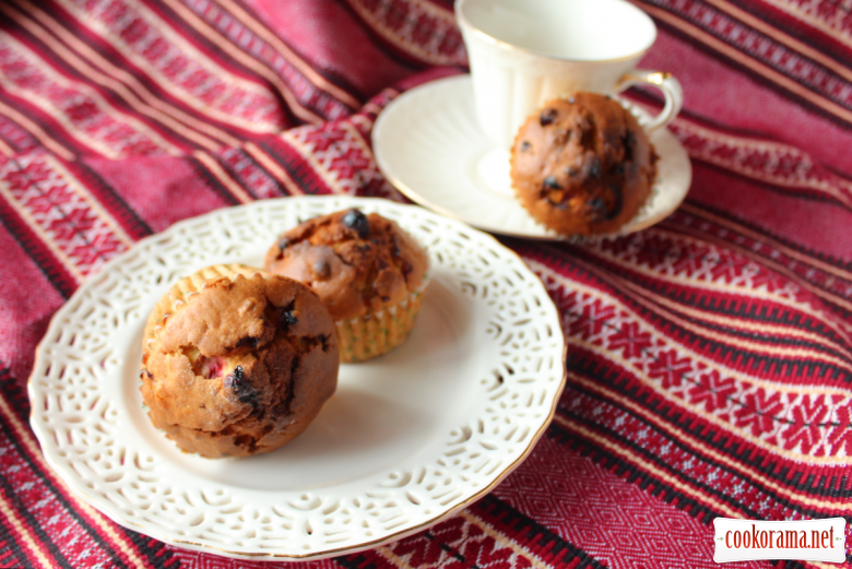 Muffins with cranberries and oranges