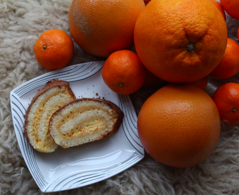 Biscuit roll with spicy citrus curd