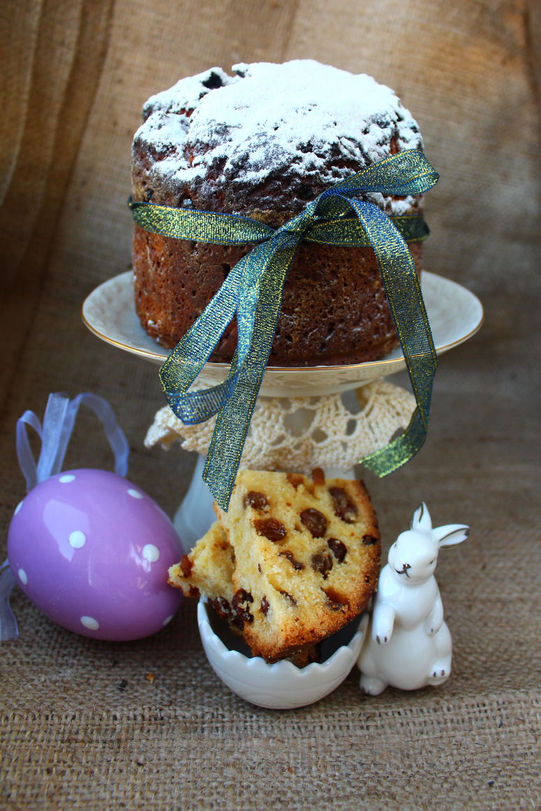 Curd-yeast Easter cake