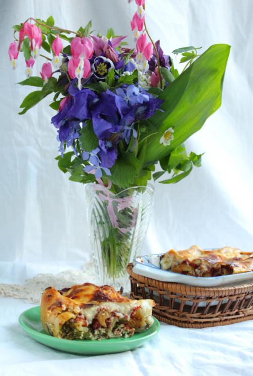Канелоні зі шпинатом, сиром та листям молодого буряка