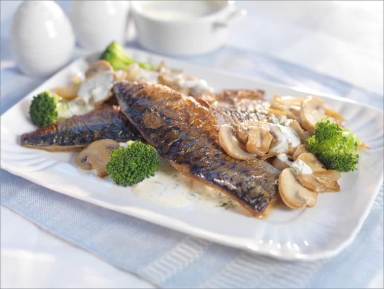 Жареная скумбрия с брокколи