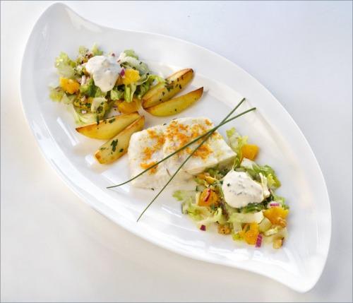 Палтус с хрустящим салатом