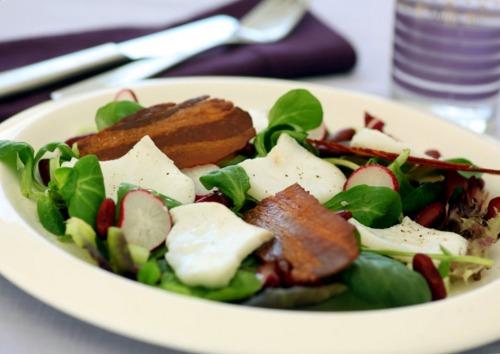 Салат с треской, беконом и фасолью