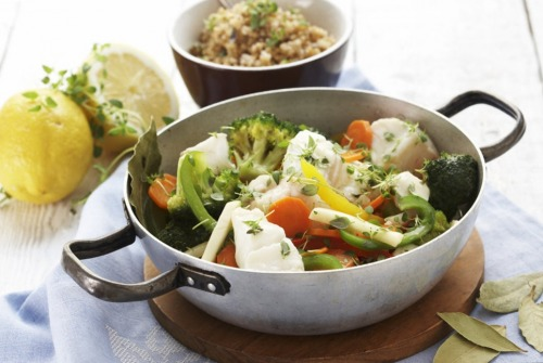 Тушеная треска с овощами