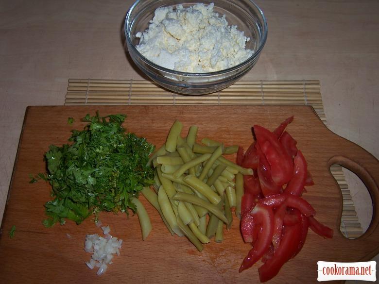 Салат овочевий з сиром і кінзой