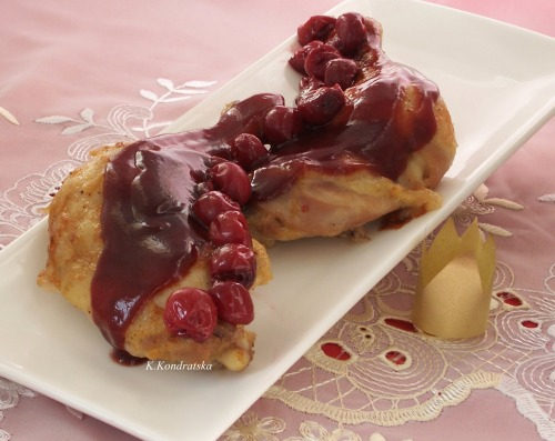 Chicken in wine-cherry sauce