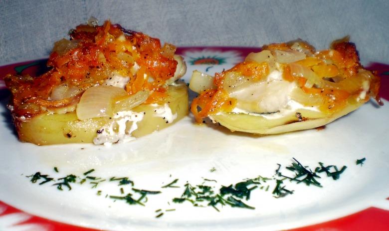 Печена картопля з оселедцем