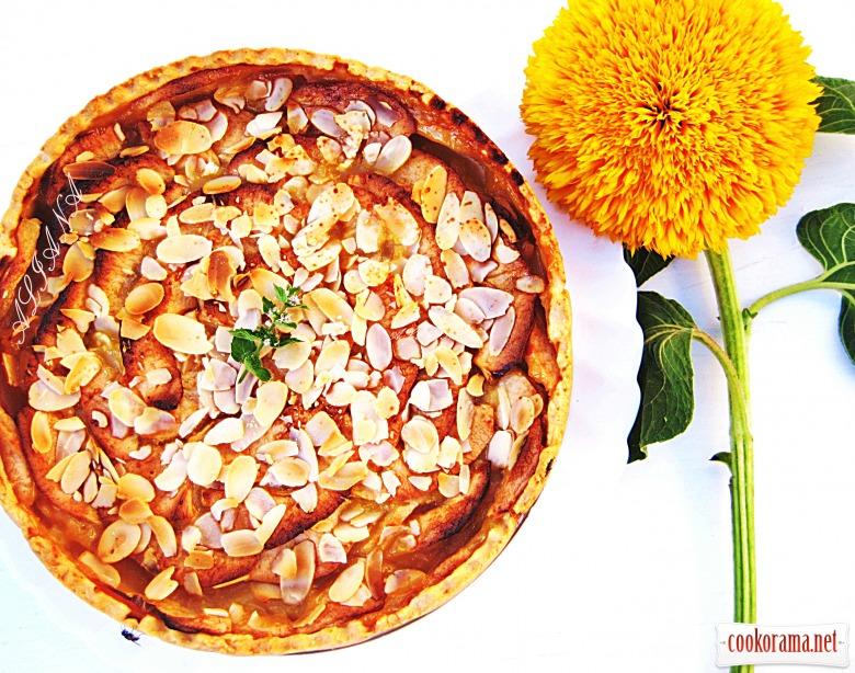 Яблочный пирог с медовой заливкой