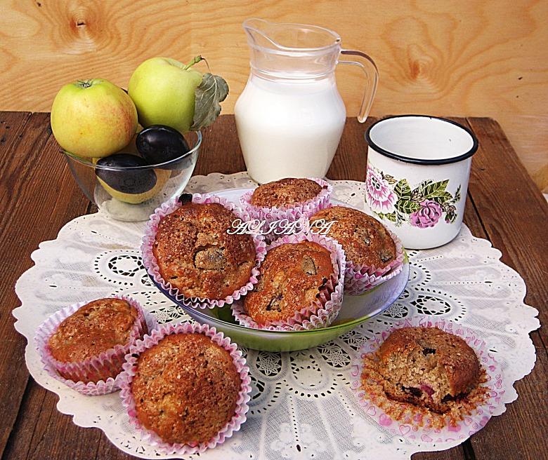 """""""Цельнозерновые"""" маффины с яблоком и сливой"""