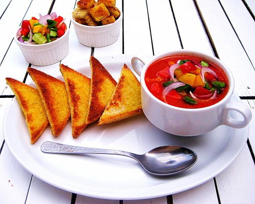 Gazpacho with garlic croutons