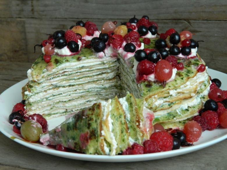 Шпинатный блинный торт с творожным кремом
