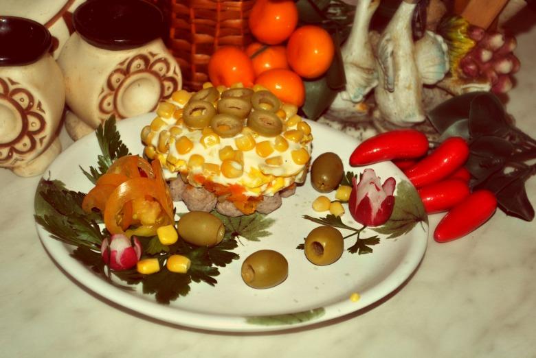Салат з фрикадельками