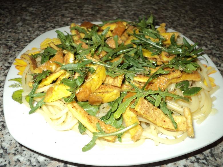 Теплий салат з руколою