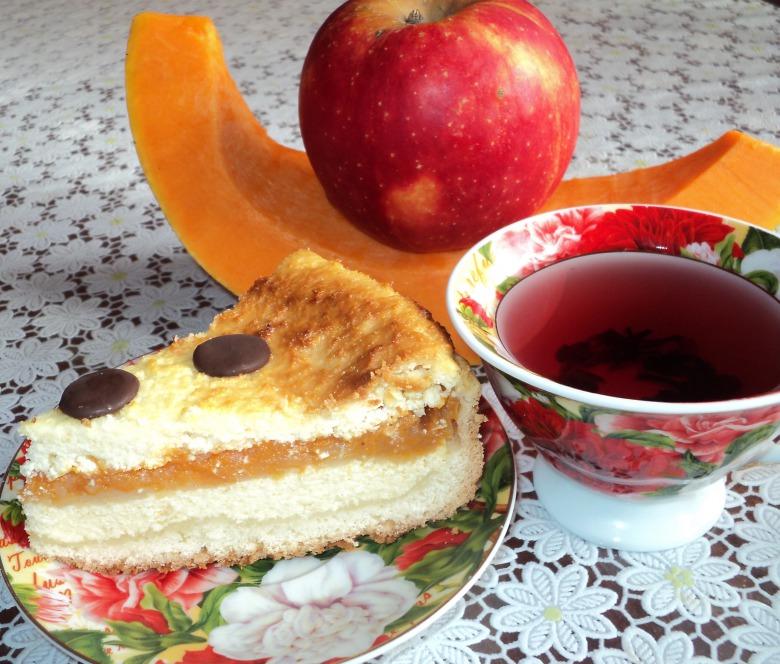 Pumpkin-apple curd fritter