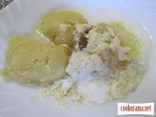 Картопля, варена з кукурудзяним борошном - «ріплянка» (по-закарпатськи)