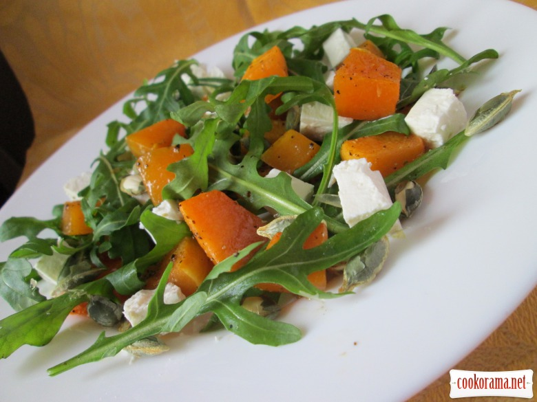 Salad with pumpkin, brynza and seeds