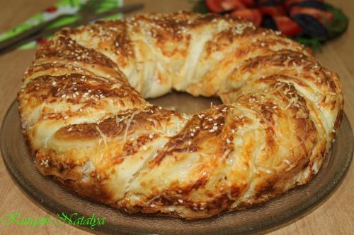 Слоеный венок с сыром
