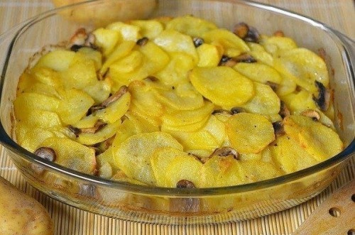 Картопля з грибами в сметані