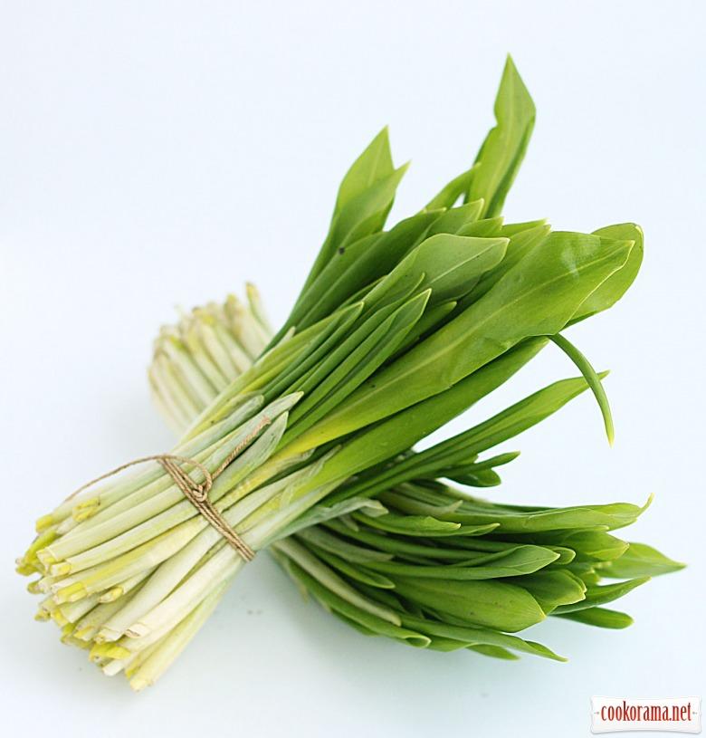 Весняний салат з черемші