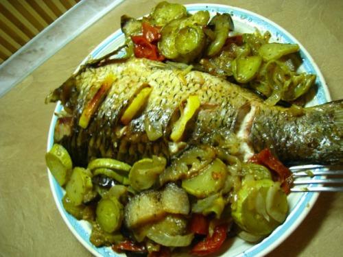 Карп на овочевій подушці