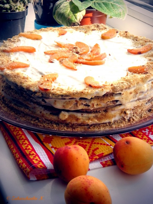 Торт з абрикосами