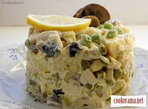 Салат з грибами та куркою