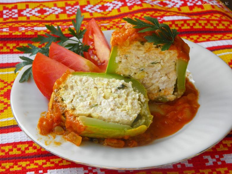 Фаршированные кабачки под томатным соусом