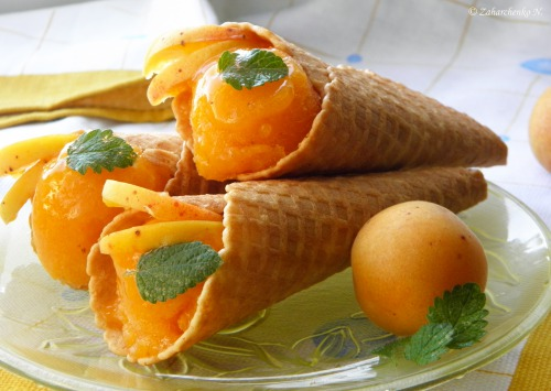Вафельные рожки с абрикосовым сорбетом