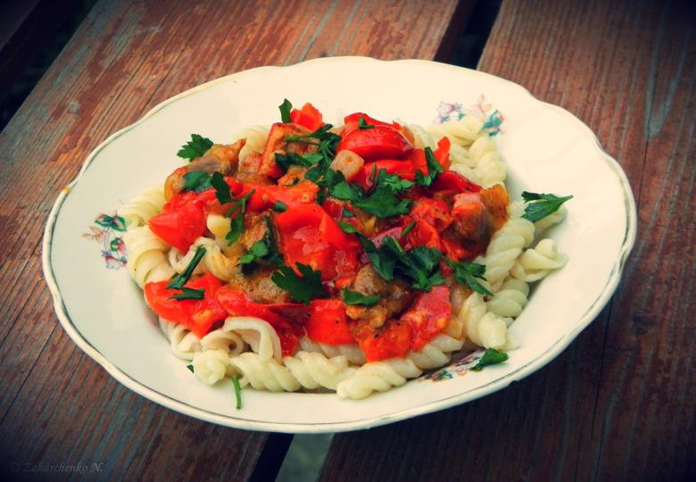 Літня підлива з м'ясом та овочами