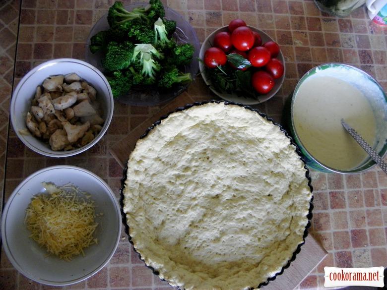 Киш с курицей, брокколи и помидорами