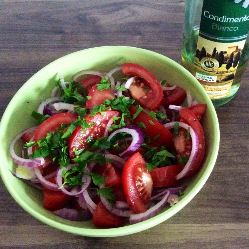 Італійський салат з помідорів і червоної цибулі. (Ідеально до шашлику!)
