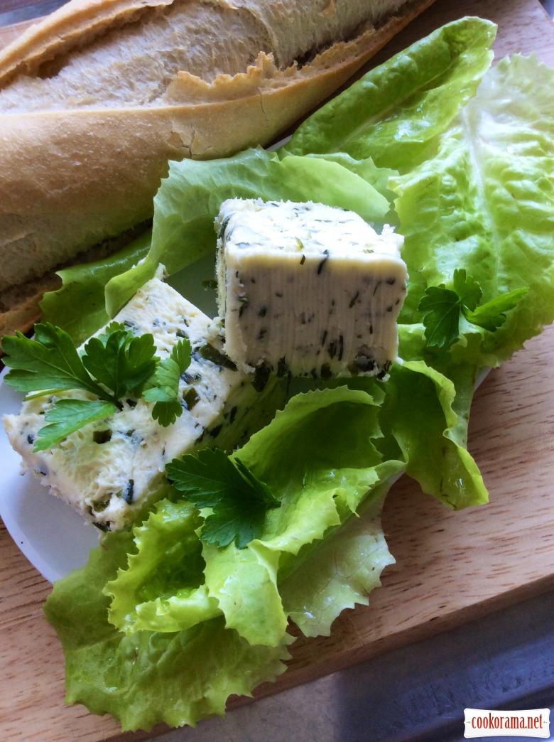 Французький багет з маслом з зеленню